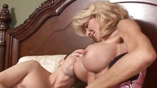 OMG Big Tits老奶奶真的很喜欢它受伤的时候
