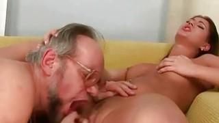琳达雷与角质爷爷喜欢热辣的性爱