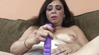 Alesia Pleasure是他妈的她的紫色假阳具