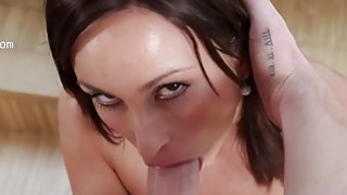 她的喉咙里有很大的射液和阴茎