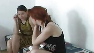Zuzinka与三个性感的红发
