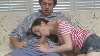 维多利亚与她的继母分享了杰里米斯长长的公鸡