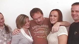 两党妓女得到一些他妈的Bukkake