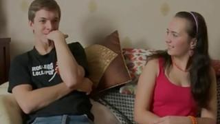 第一次肛门他妈的一个18岁的相机在沙发上