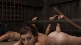 扣紧加仑获得她的阴部愉快
