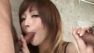 Riona Suzune用她的公鸡吮吸技巧令人惊叹