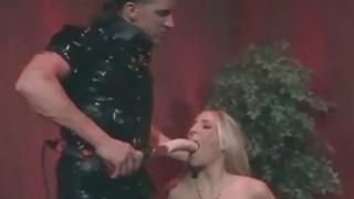 淫妇在乳胶脸上得到了!
