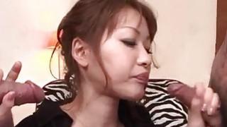 Rika Kurachi在角质男性的粗暴奴役行动中