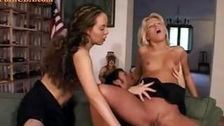 肛门与两个年轻的宝贝thresome