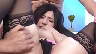 Megumi Haruka喜欢两个男人来操她的好