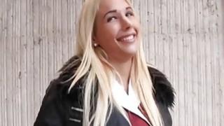 丰满的业余金发碧眼的捷克女孩被砸了几块钱