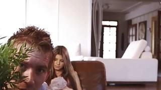 吉娜塞满了丹妮斯的阴茎公鸡
