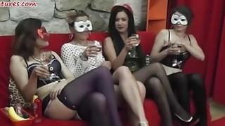 女士们派对变成狂野的女同性恋狂欢