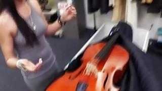 在典当行中卖出一只被盗的大提琴