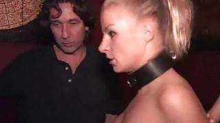 贝贝在公开场合暴露她性感的暴露身体