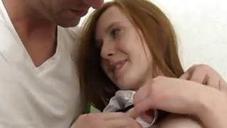铁杆女孩青少年的故事红发琳达被哥们撞倒