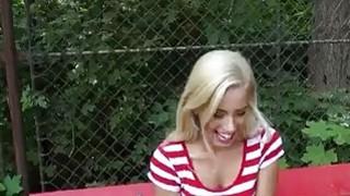 漂亮金发少女Nesty闪烁雀和性交的现金
