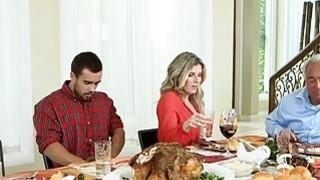 Stepmom Cory Chase晚饭后与青少年夫妇他妈的