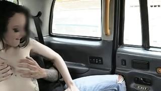 纹身的婊子喜欢他妈的出租车司机