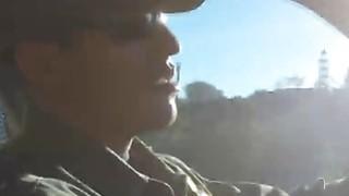 边境官员乱搞美丽的拉丁裔青少年在户外