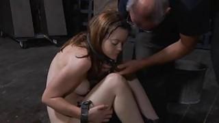 绑起来的美丽让她的阴道舒服