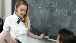 闪耀由Alexia Gold主演的老师