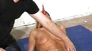 Crystel Leis奇怪的肛门热打蜡和眼罩