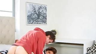 摩洛伊斯兰解放阵线抓住青少年保姆在她的房子里做爱