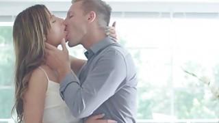 Ally Breelsen有一个充满激情的性爱肛门