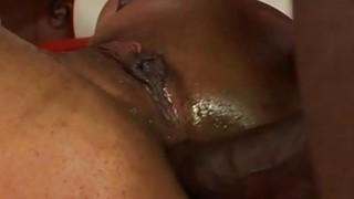 性感和顽皮的黑妞在屁股里变胖
