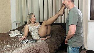 波兰Milf Ala用她的脚做着