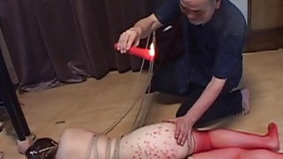 丰满的日本BDSM热蜡大屁股