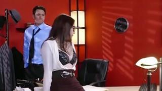 超角质安娜de Ville肛门在办公室里搞砸了