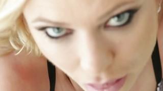 观看Briana Banks非常激烈和罕见的肛交场景