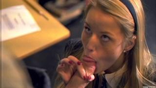 甜美的女生被她的老师解雇了