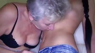 青少年指责老奶奶舔阴部