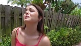 可爱的黑发青少年凯莉昆因与大战利品