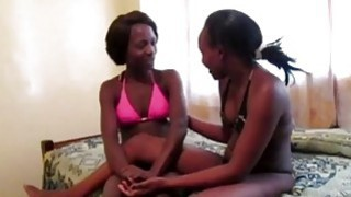 两个角质非洲人女同性恋乌尔比和iverem玩假阳具