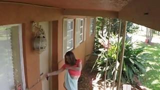 性感的房东在视频上被房东抓住了