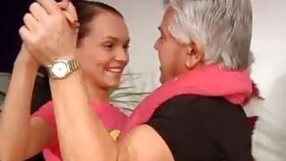 Charlotte vale肛门Clair从舞蹈老师那里学习舞蹈课