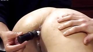 亚洲宝贝让她的屁股玩弄和性交得很好