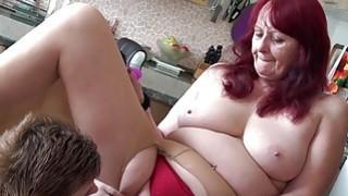 OLDNANNY对老奶奶阴道的青少女女同性恋棍子玩具