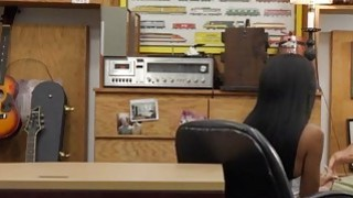 乌木宝贝布里特妮怀特在办公室里需要一只大公鸡