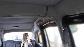 出租车司机给金发婊子瓦莱丽一个很好的重击