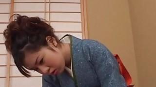 令人惊叹的Chinatsu得到她的大胸部和毛茸茸的猫玩
