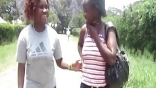 性感Marjani和她的角质非洲女孩去浴室热女同性恋行动