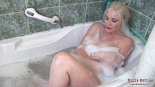 丰满,肥皂和性感