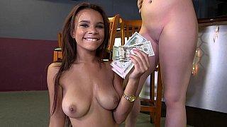 她会为了钱而做的事情