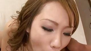 日本美女卢娜渴望一个令人眼花缭乱的他妈的