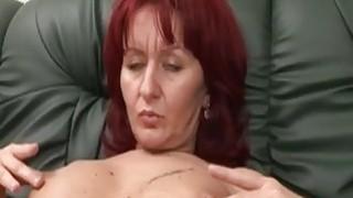 性感的照顾者得到她的阴部由角质单腿抨击